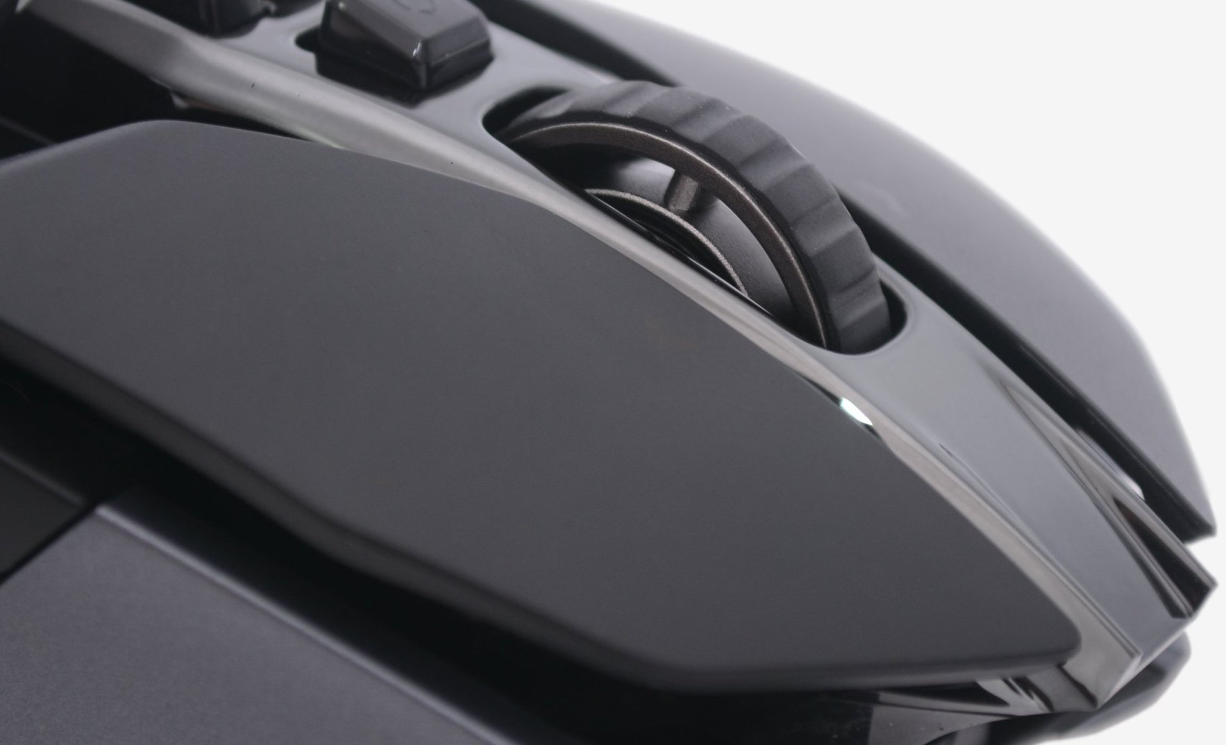 9a860d81a2c A nifty feature is the dual-mode hyper-fast scroll wheel with on-the-fly  DPS adjustments. This is an updated version of Logitech's exclusive  dual-mode ...