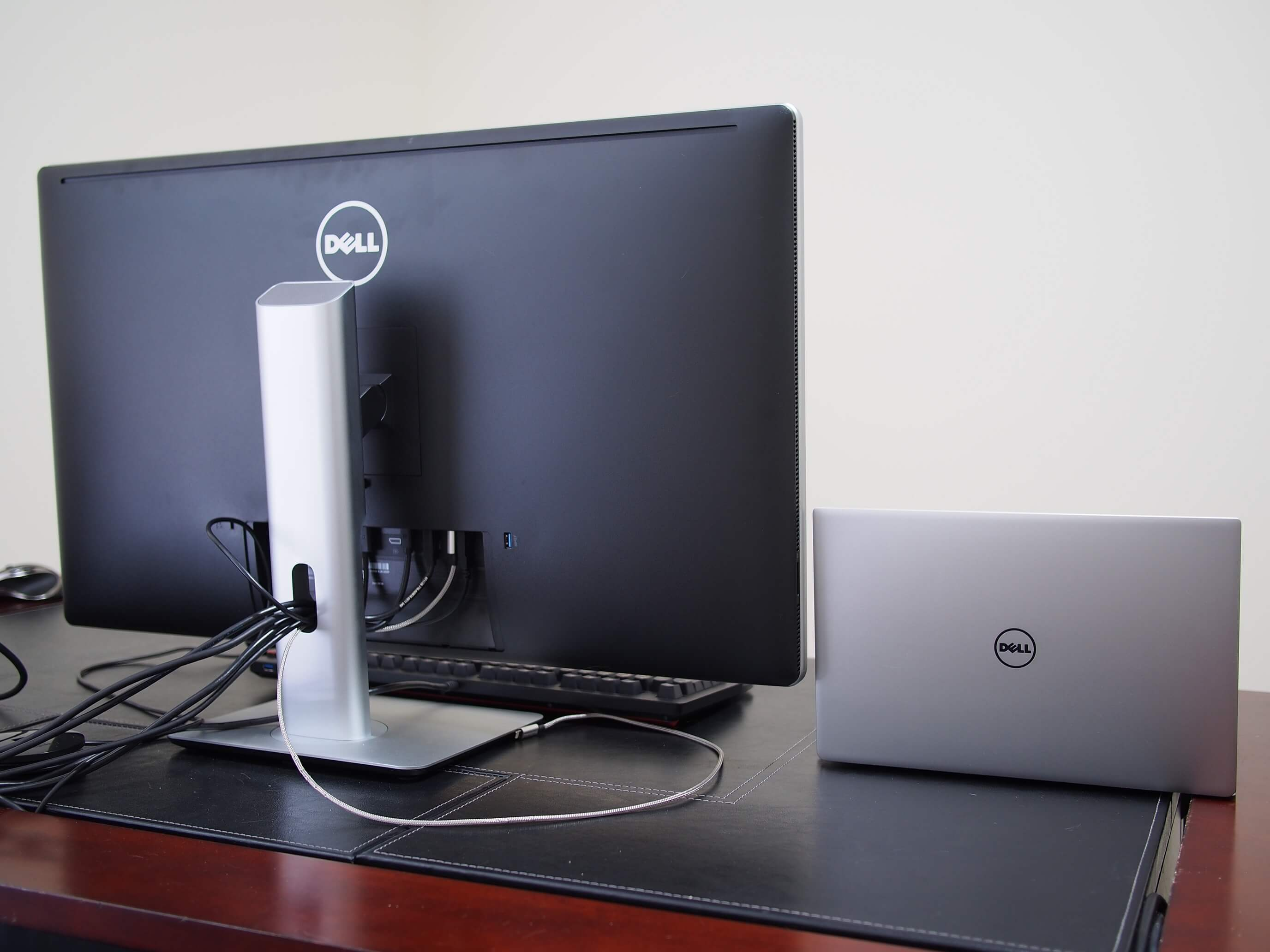 the portable workstation coupling dell 39 s xps 13 ultraportable with the 32 ultrasharp up3216q. Black Bedroom Furniture Sets. Home Design Ideas