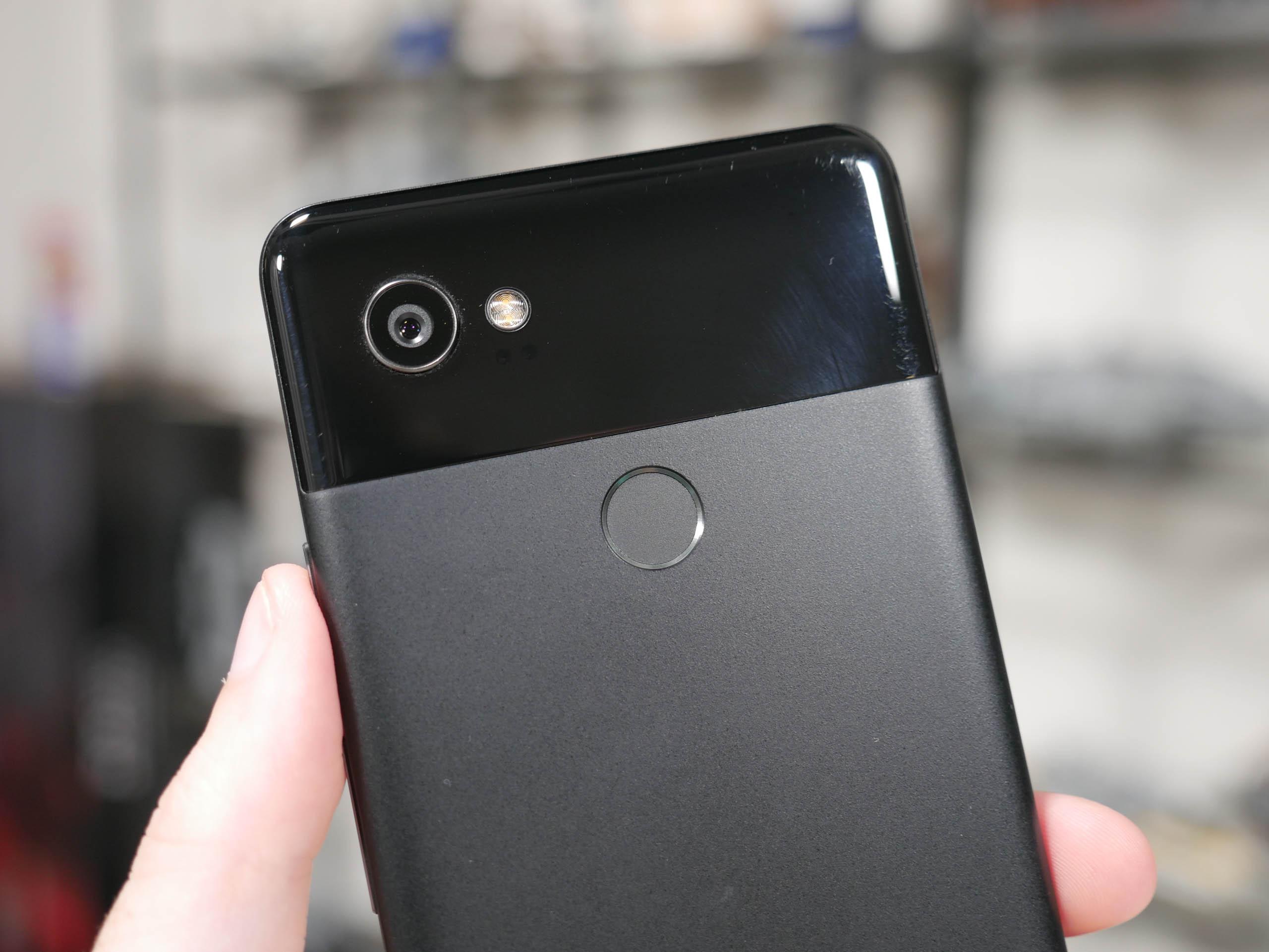 Galaxy S9+ vs Pixel 2 XL Camera > Low Light, Selfie Camera