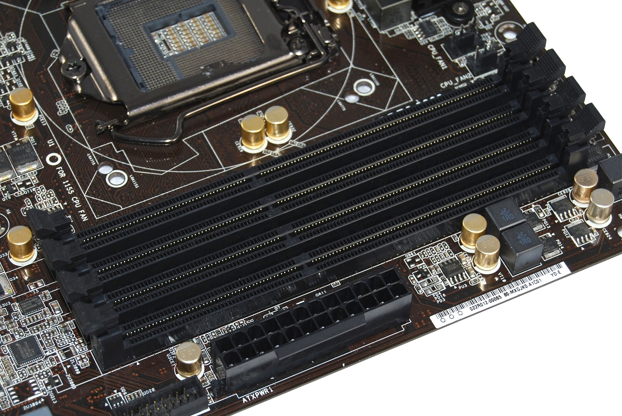4-Way Intel Z77 Motherboard Round-up > Asrock Z77 Extreme6