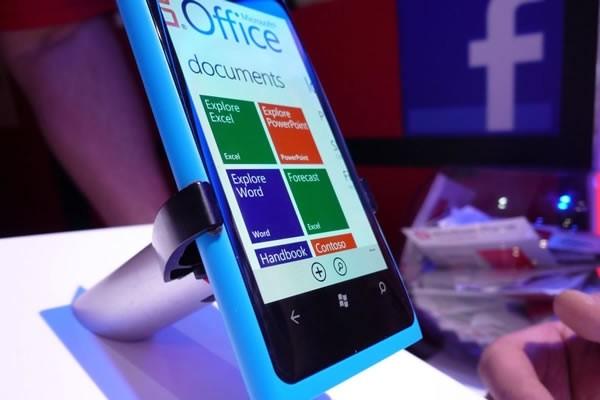 nokia lumia sales topping million debut respite stock nokia lumia sales