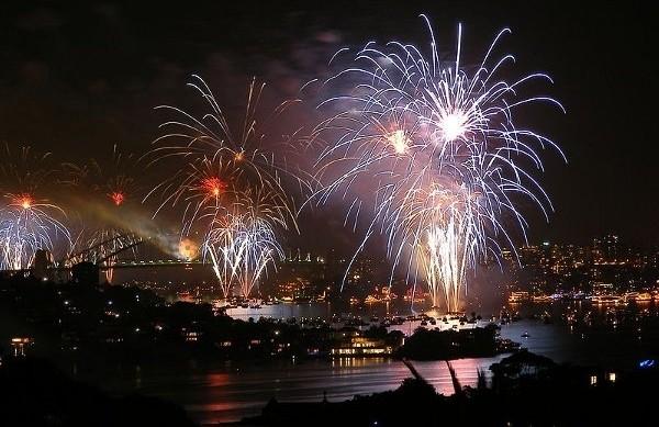 sydney eve smartphone fireworks
