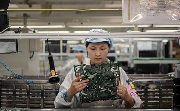 cracks student labor china hp child labor