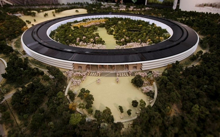 cupertino apple steve jobs spaceship campus city council apple campus