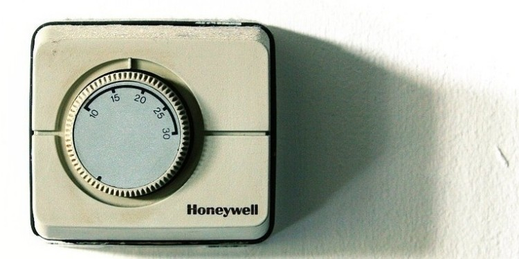 google said to be testing smart thermostats as part of. Black Bedroom Furniture Sets. Home Design Ideas