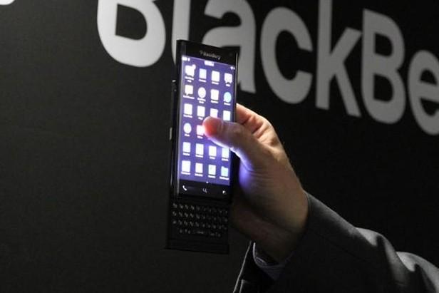 blackberry mwc smartphone keyboard battery life blackberry 10 leap curved display mwc 2015 blackberry leap slider phone blackberry slider physical keyboard