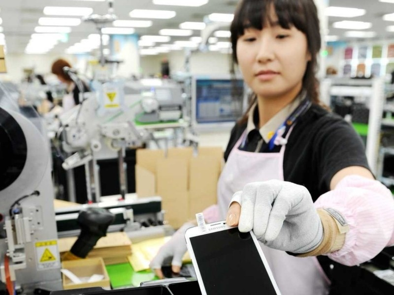 samsung samsung semiconductor valley intel chip semiconductor chip maker plant production facility