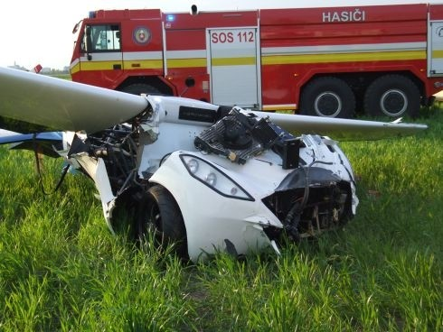 flying slovakia crash flying car pilot aeromobil stefan klein wreck