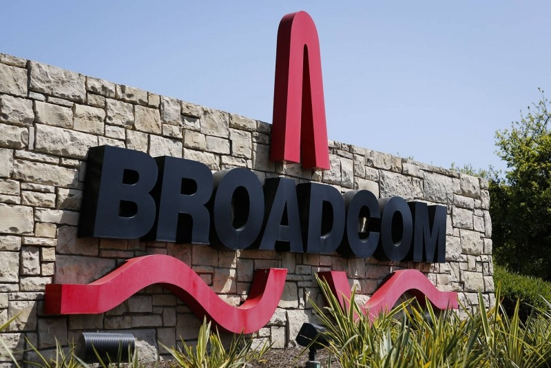 avago agrees buy broadcom billion acquisition broadcom chipmaker avago avago technologies broadcom limited hock tan