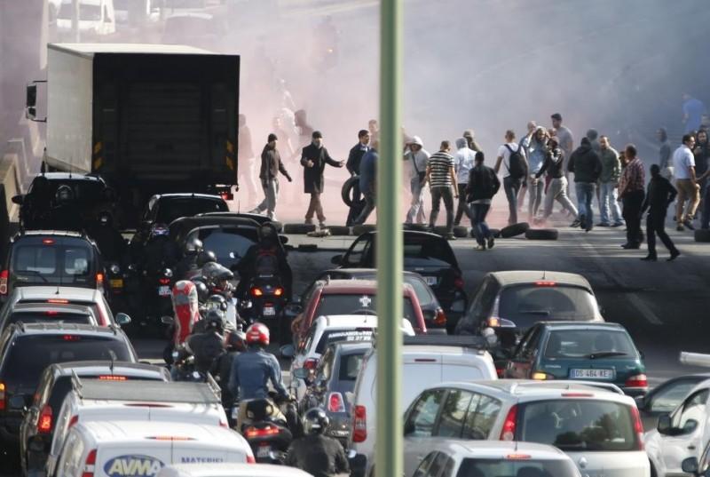 french anti-uber paris uber french uber riots uberpop uberx