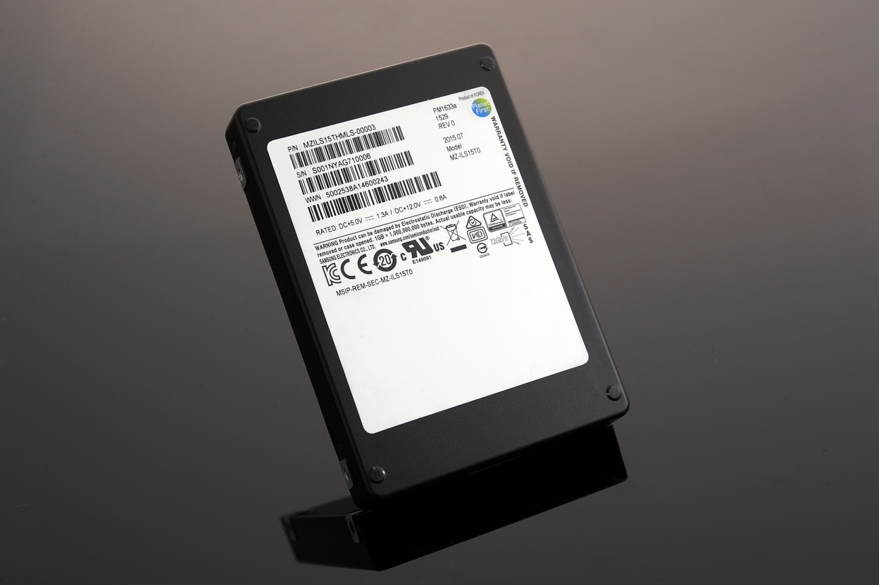 samsung, storage, ssd, v-nand, storage drive, 15tb, pm1633a, samsung pm1633a, scsi, sas