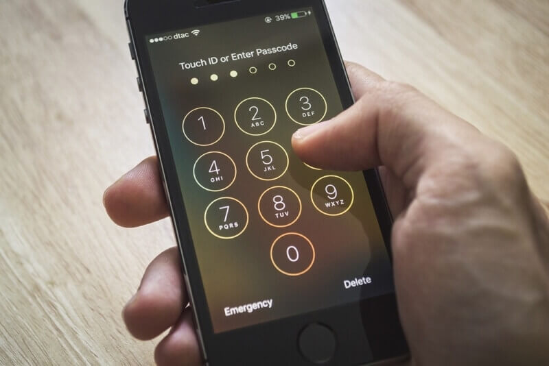iphone, fbi, encryption, unlocking, iphone 5s, iphone 5c, la, san bernardino iphone, murder trial, michael jace, lapd