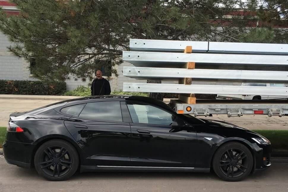 Tesla Model S Owner Says Car Drove Itself Into Parked Trailer Log