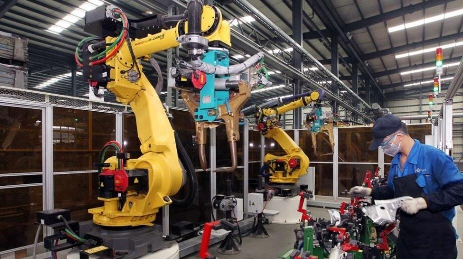 foxconn, employees, manufacturing, jobs, robotics, robots, automated