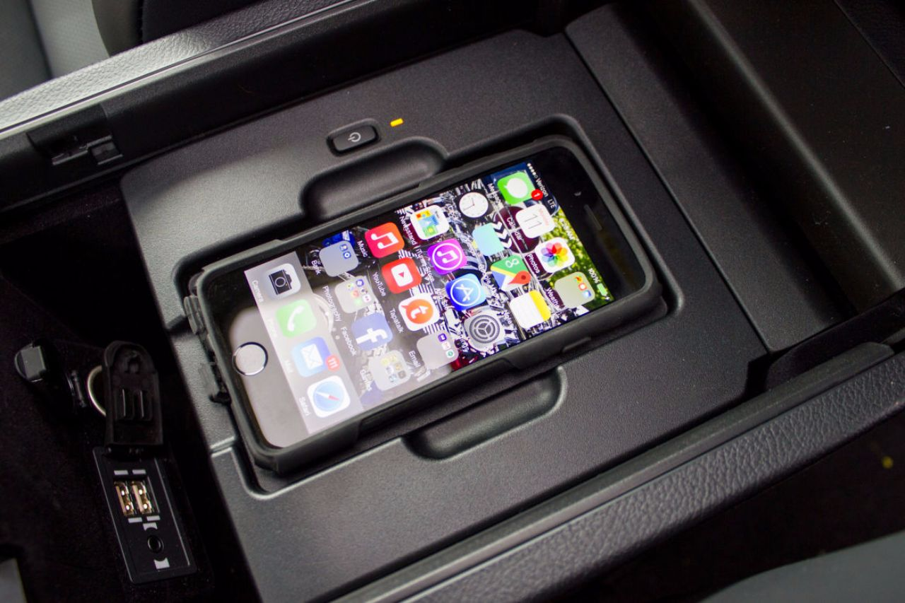apple, samsung, tablet, smartphone, activations