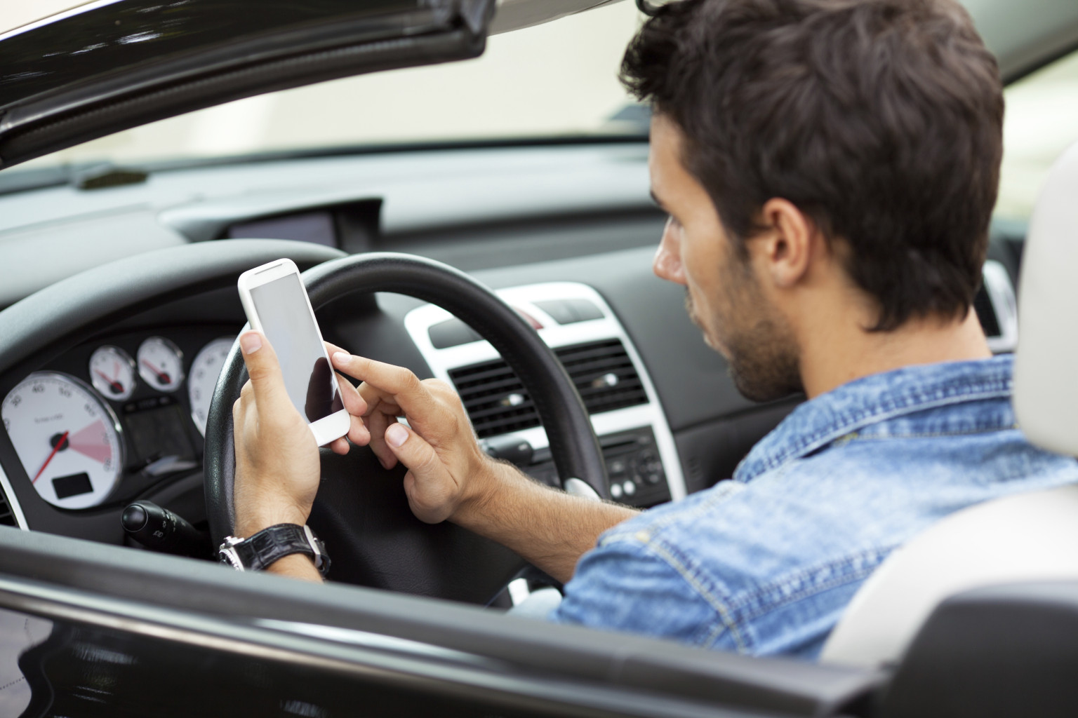 apple, iphone, lawsuit, texting and driving, distracted driving