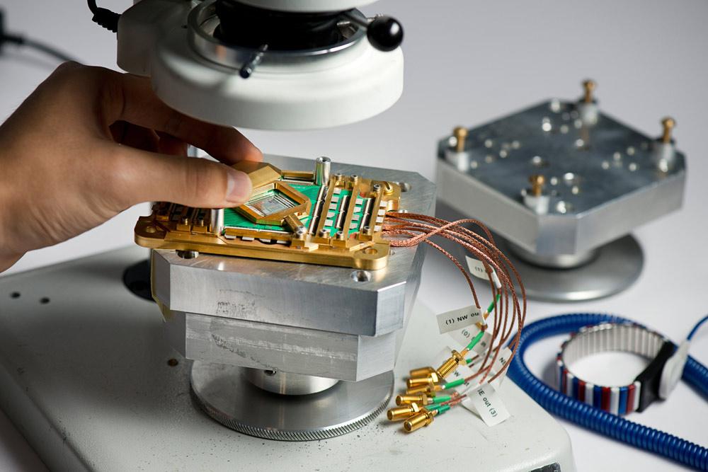 D-Wave's new 2000Q quantum computer pack 2,000 qubits ...