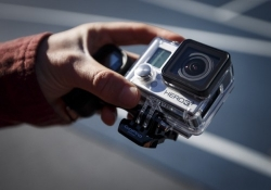 GoPro aims to raise $100 million with initial public offering