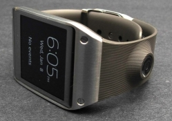 Samsung firmware update brings Tizen to original Galaxy Gear smartwatch