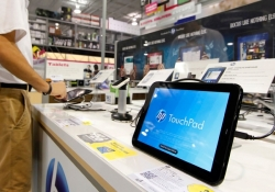 """Crashing"" tablet sales give new hope to PCs, Best Buy CEO says"