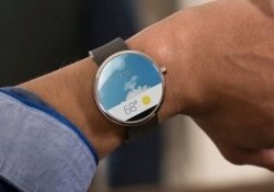 Motorola expected to expand Moto Maker customization options to flagship smartwatch