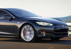 Tesla unveils AWD Model S with dual motors, new driver assist features