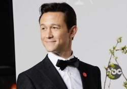 Joseph Gordon-Levitt to portray Edward Snowden in upcoming Oliver Stone film