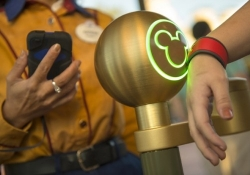 Walt Disney World to enable mobile payments via Apple Pay, Google Wallet this week