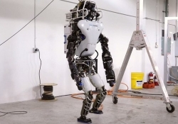 Boston Dynamics redesigns DARPA's humanoid robot with a built-in battery pack