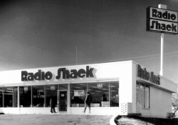 RadioShack may sell half its stores to Sprint, close the rest as part of bankruptcy plan