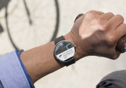 Manufacturers collectively shipped just 720,000 Android Wear devices last year