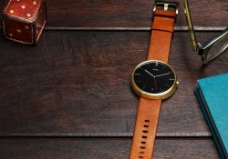 Deal alert: Moto 360 slashed to $179 at Amazon, Best Buy