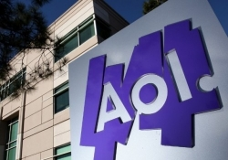 Microsoft handing display ads to AOL, says Bing is a multibillion dollar business