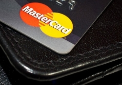 MasterCard to confirm purchases by face and fingerprint scanning