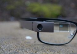 Google solves privacy dilemma that derailed Glass