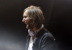 David Guetta thanks piracy for selling concert tickets