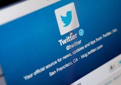 Twitter looks to attract new users with experimental news tab for mobile apps
