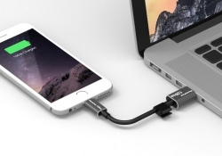 This mobile charging cable contains 128GB of internal flash storage