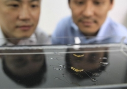 Researchers create tiny robots that mimic water striders
