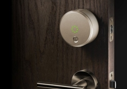 August's designer smart lock now works with Apple Watch